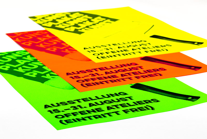 Neon-Plakate in aufmerksamkeitsstarken Farben